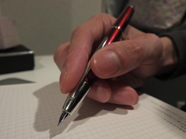 キャップレス 万年筆はノック式になるだけで最高に手軽で使いやすい 4