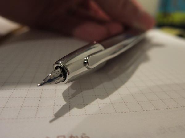 キャップレス 万年筆はノック式になるだけで最高に手軽で使いやすい 3