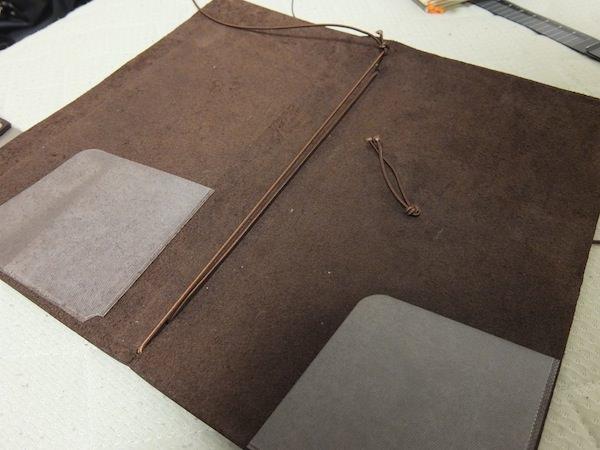 トラベラーズノート-4冊挟む方法(1)