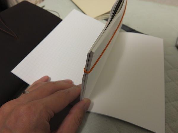 トラベラーズノート 4冊挟む方法 4